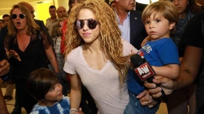 Colombian singer Shakira, arrives in Beirut airport with her children. Image Credit: AFP