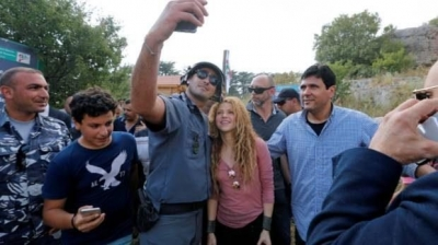 Shakira poses for a selfie with a police officer during her visit to Tannourine Cedars Reserve